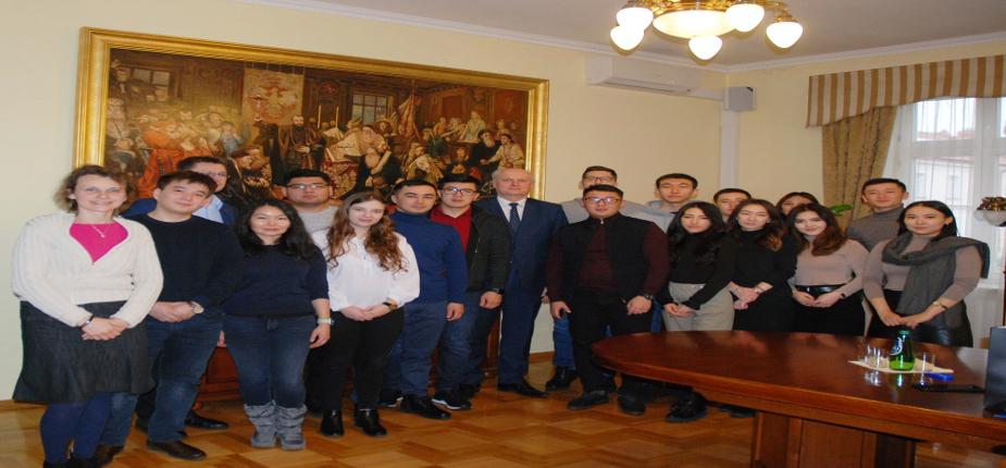 Wizyta studentów z Kazachskiego Uniwersytetu Państwowego im. Al-Farabi w PWSTE w Jarosławiu